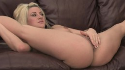 BLONDE PAWG PLAYS WITH BIG TOYS IN HER WET PUSSY