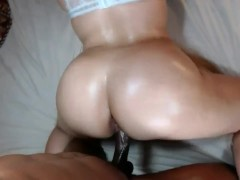 Bubble butt slut throw's it back on huge cock & gets filled w/ warm cum!