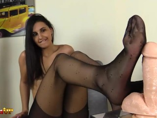 Shaved/kink/long brunette footjob pantyhose feet