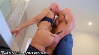EvilAngel Exclusive: Lisa Ann's Return to Porn with Johnny Sins! Russian cumshot