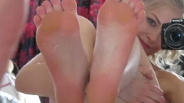 Feet Fetish Siswet19 first time