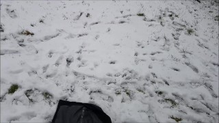 Making Yellow Snow / Pissing in the Snow