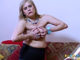 EuropeMaturE Gekke Hete Rijpe Solo Striptease