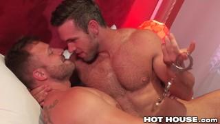 Vidéo Pornos - Papas Musculaires Poilus Chaud Baise Austin Wolf & Alex Mecum