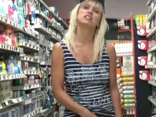 Cindy masturbates in the supermarket