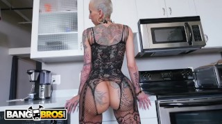BANGBROS - A Short-Haired Bella Bellz Gets Anal For Her Big Ass Gang party