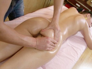 True relaxing massage with oil and big dick in pussy