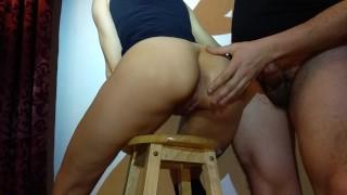 Fast cum in girfriends ass on stool