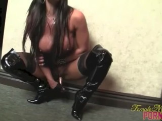 Female Bodybuilder Pornstar Nikki Jackson Fucks Herself