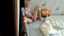 Spioneren op masturberende stiefzus | Vang, squirt, echt orgasme