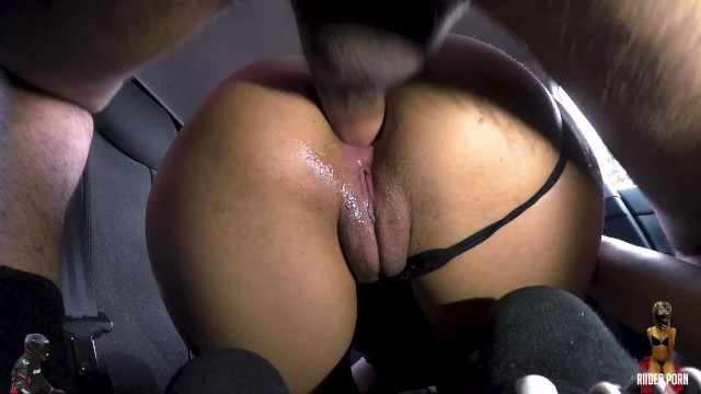 A hitchhiker sodomizes a girl in her mom's car and get a facial (swallow)