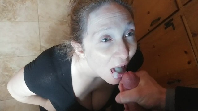 Pregnant swaloing cum Pregnant wife likes to swallow cum