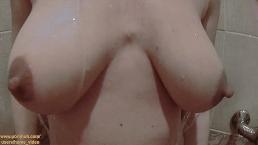 Sexo incrível no chuveiro, boquete e doggy do casal amador - Homemade Pov