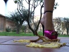 Crushing banana