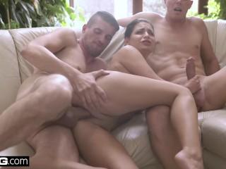 Imagen Glamkore-Annie Wolf tiene una sensual sesión DP