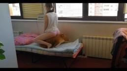 Geile schoolmeid houdt erg van haar hond. Leuk orgasme. 4k UHD