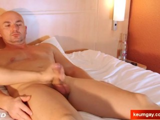 Alexis, innocent delivery hetero guy serviced his cock by us until cumshot