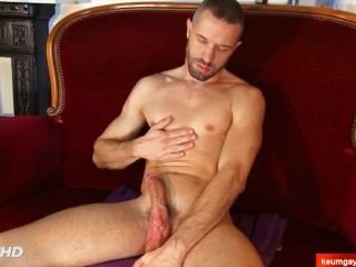 Jule's big dick massage! (coach male serviced in a gay porn)