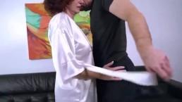 Смотреть порно сын ебёт пухлую маму
