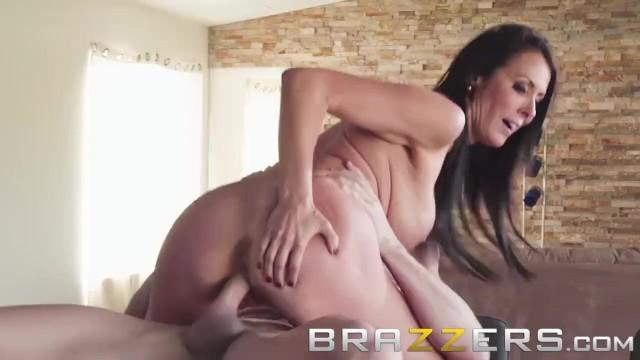 Brazzers - Sluty Milf Meagan Foxx fucks the help