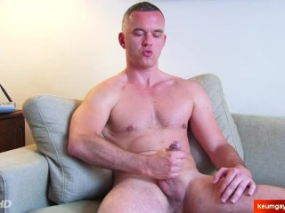 Handsome mature guy's dick massage! (hetero male seduced for gay porn)