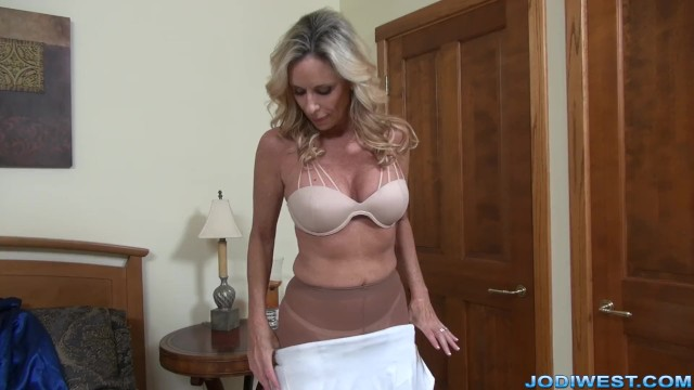 MILF StepMom Jodi West Plays with herself - Pornhub com