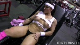 Naked Female Bodybuilder Brandimae Masturbating