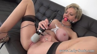 MILF Sonia makes her pussy squirt while being tied up