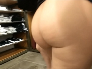 Amateur kitchen threesome with cumshot