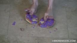 RANIE MAE - Crushing donuts her feet