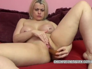 Curvy MILF Nadia White makes herself cum with a big dildo