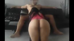 Espectacular mamada y anal en el mueble