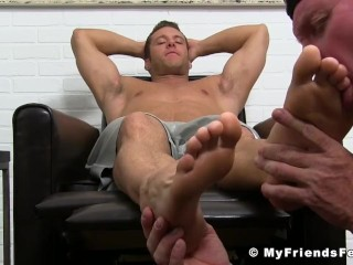 Muscular stud toe sucked until its time for his big load