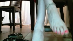 Ultimate foot dangle and toe scrunch with Scarlett Lush