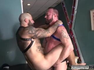 Muscular wolf drills lovers tight ass
