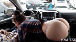 LJFOREPLAY - Kwijlend pijpen in de auto