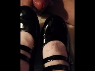 Hubby cums on my shoes