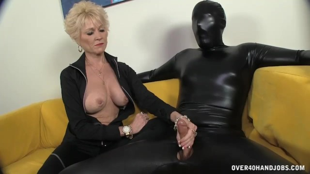Mature porn over 40 - The big titted granny keeps everything in control short