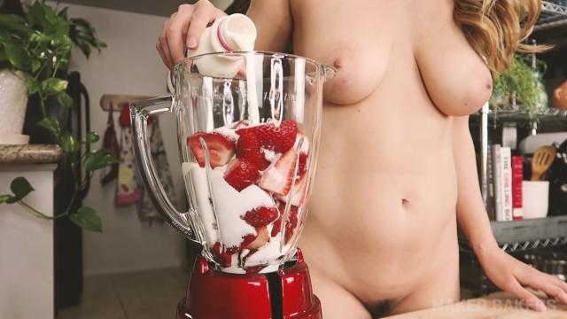 Saw3 nude ice Naked baking ep.33 strawberry ice cream sandwiches