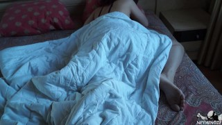 儿子最好的朋友乱搞他睡在后面的妹妹