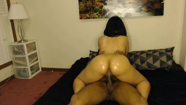 Big Booty White Girl Ride's Dick like a Cowgirl and Loves It!