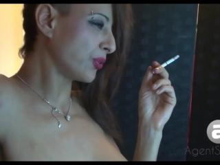 Smoking Sandi All Whites