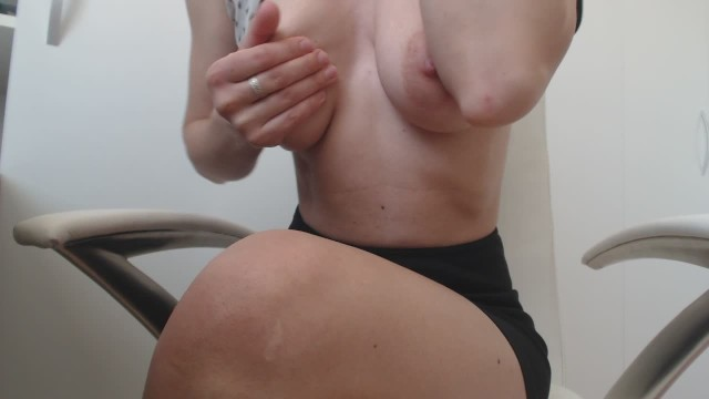 Tease my nipples and then suck me off Masturbate at work :day 99 : nipple rubbing make s me so wet