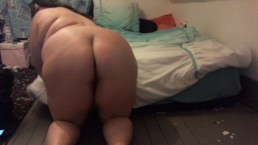 fat white girl buttcrack making bed and texting totally naked