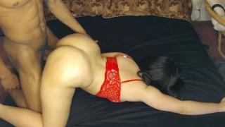 泡泡屁股redbone得到性感红色胸罩BBC性交好!