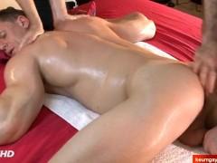 I've filmed my handsome gym coach in a porn in spite of him !