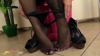Footjob feet does her in blonde with black a shemale pantyhose foot footjob