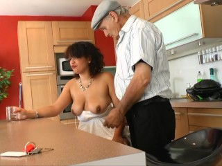Video Xxx Yes Pregnant Housewife Take Cock From Old Perv Neighbor