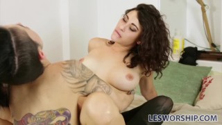 Crush raven on leigh busty a has roommate her tattooed babe young tattoos