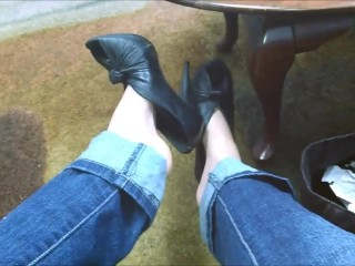 Shoeplay and Heel Dangling in Public with Sexy Arches n Cute Feet Goth Teen
